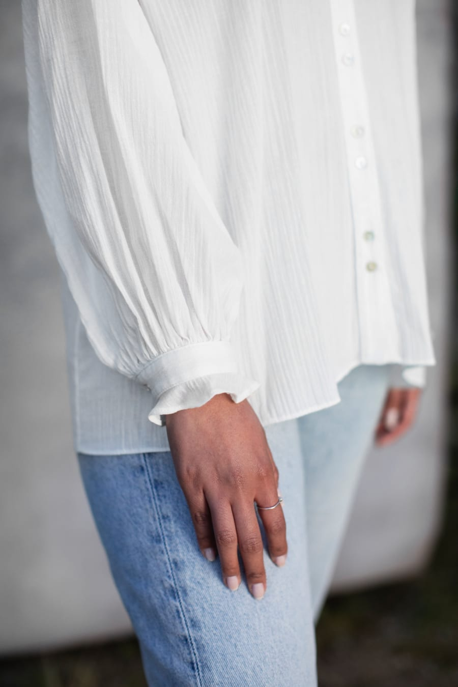 WHITE FLOATING BLOUSE